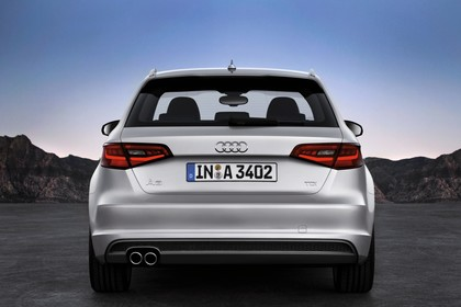 Audi A3 Sportback 8VA Aussenansicht Heck statisch silber