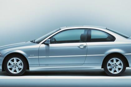 BMW 3er Coupé E46 Aussenansicht Seite statisch Studio silber
