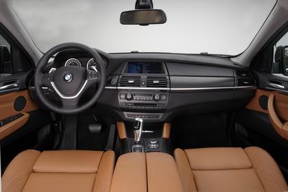 BMW X6 E71 LCI Innenansicht statisch Studio Vordersitze und Armaturenbrett