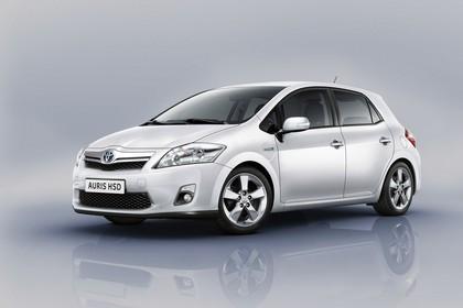 Toyota Auris Hybrid E15 Aussenansicht Front schräg statisch Studio weiss