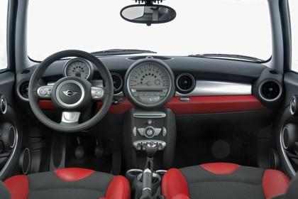 Mini Mini Dreitürer R56 Studio Innenansicht Front statisch schwarz rot