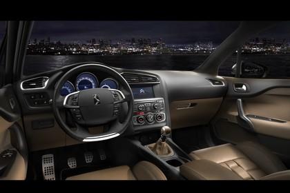 Citroën DS4 Innenansicht statisch Vordersitze und Armaturenbrett fahrerseitig