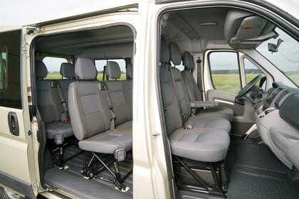Peugeot Boxer Kombi 250 Innenansicht statisch Innenraum beifahrerseitig