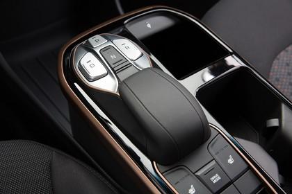 Hyundai IONIQ Elektro Innenansicht statisch Studio Detail Schalthebel