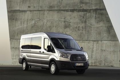 Ford Transit Kombi Mk7 Aussenansicht Front schräg statisch silber