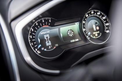 Ford Edge CD539X Innenansicht Armaturenbrett Detail