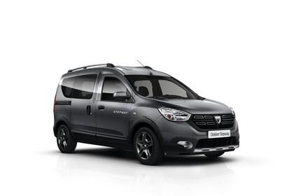 Dacia Dokker Stepway SD Aussenansicht Front schräg statisch Studio blau