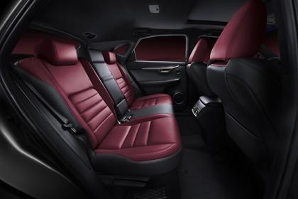 Lexus NX AZ1 Innenansicht statisch Studio Rücksitze beifahrerseitig
