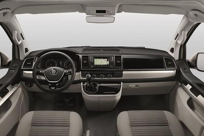 VW T6 California SG/SF Innenansicht statisch Studio Vordersitze und Armaturenbrett