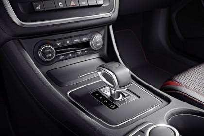 Mercedes CLA C117 Innenansicht Detail Mittelkonsole statisch schwarz