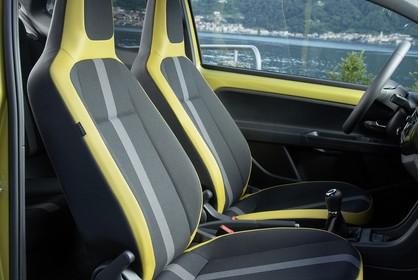 VW UP! Innenansicht Vordersitze statisch gold schwarz