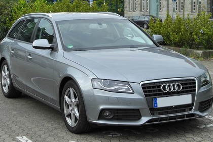 Audi A4 B8 Avant Aussenansicht Front schräg statisch grau