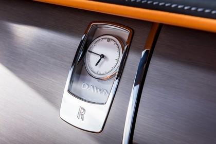 Rolls-Royce Dawn Innenansicht statisch Studio Detail Uhr
