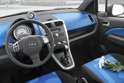 Opel Agila H-B Innenansicht statisch Vordersitze und Armaturenbrett fahrerseitig