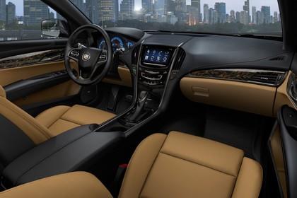 Cadillac ATS Limousine Innenansicht statisch Vordersitze und Armaturenbrett beifahrerseitig