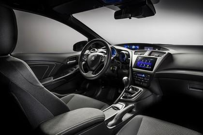 Honda Civic 9 Fünftürer Innenansicht statisch Studio Vordersitze und Armaturenbrett beifahrerseitig