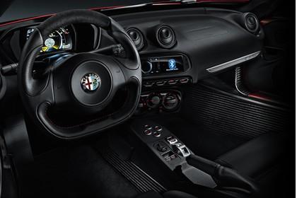 Alfa Romeo 4C Innenansicht statisch Studio Sitze und Armaturenbrett fahrerseitig