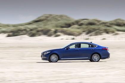 Hyundai Genesis DH Aussenansicht Seite dynamisch blau