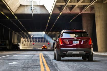 Cadillac XT5 C1XX Aussenansicht Heck statisch rot