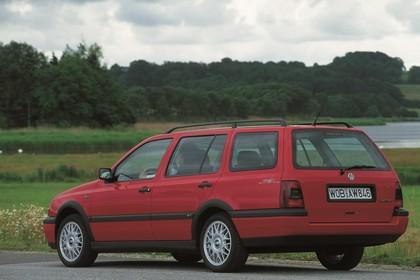 VW Golf 3 Variant 1H Aussenansicht Heck schräg statisch rot