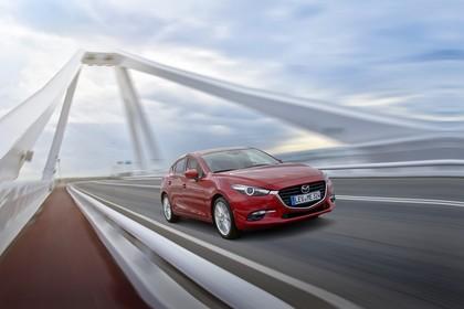 Mazda 3 BM Fünftürer Aussenansicht Front schräg dynamisch rot
