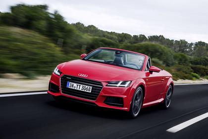 Audi TT 8S Roadster Aussenansicht Front schräg dynamisch rot