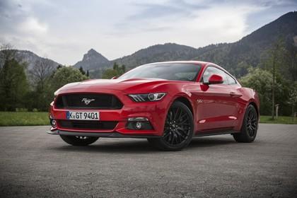 Ford Mustang Coupe LAE Aussenansicht Front schräg statisch rot