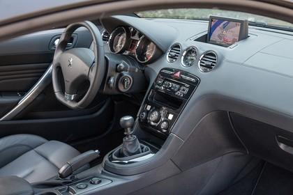 Peugeot RCZ Innenansicht Beifahrerposition statisch schwarz
