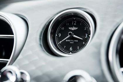 Bentley Continental GT Innenansicht statisch Studio Detail Uhr