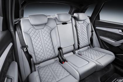Audi Q5 FY Innenansicht statisch Studio Rücksitze