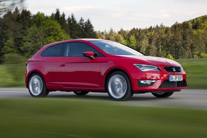 SEAT Leon SC 5F Front schräg dynamisch rot