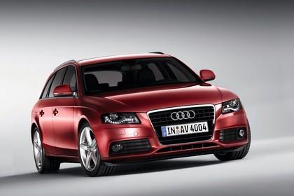Audi A4 B8 Avant Aussenansicht Front schräg statisch rot