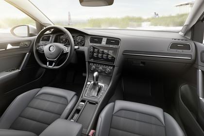 VW Golf 7 Alltrack Variant Innenansicht Beifahrerposition statisch schwarz