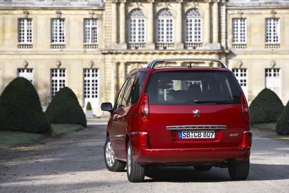 Peugeot 807 E Aussenansicht Heck schräg statisch rot