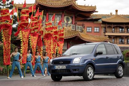 Ford Fusion Aussenansicht Front schräg statisch blau