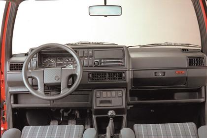 VW Golf 2 GTI Studio Innenansicht Fahrerposition statisch grau