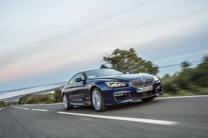 BMW 6er Coupe F13 Aussenansicht Front schräg dynamisch blau