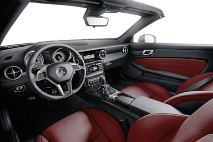 Mercedes SLC R172 Innenansicht Studio statisch rot schwarz