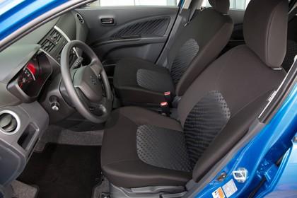 Suzuki Celerio Innenansicht statisch Vordersitze und Armaturenbrett fahrerseitig