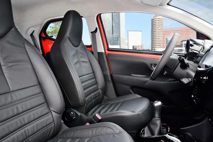 Toyota Aygo Innenansicht Vordersitze statisch schwarz