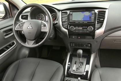 Mitsubishi L200 5 Innenansicht Fahrerposition statisch schwarz