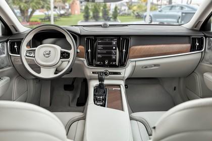 Volvo V90 P Innenansicht statisch Vordersitze und Armaturenbrett