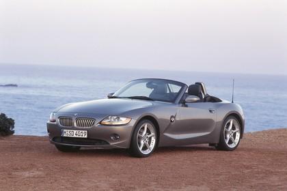BMW Z4 Roadster E85 Aussenansicht Front schräg statisch grau