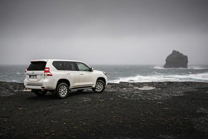 Toyota Land Cruiser J15 Aussenansicht Seite schräg statisch weiß