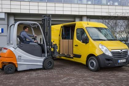 Opel Movano Kastenwagen Aussenansicht Seite schräg statisch gelb