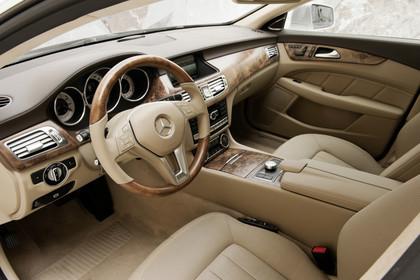 Mercedes-Benz CLS Shooting Brake X218 Innenansicht Einstieg Fahrerseite statisch beige