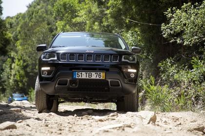 Jeep Compass Aussenansicht Front dynamisch schwarz