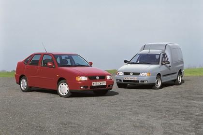VW Polo 3 Limousine Caddy 6N Aussenansicht Front schräg statisch rot silber