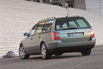 VW Passat Variant B5 Facelift Aussenansicht Heck schräg statisch grau