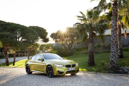 BMW M4 Coupe F82 Aussenansicht Front schräg statisch gold